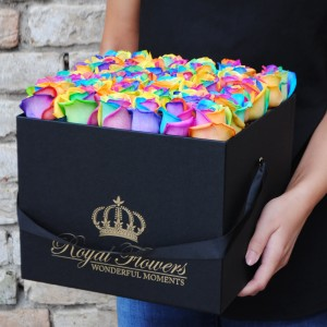 Naujiena! spalvotos rožės dėžutėje