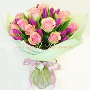Tulpės su rožėmis