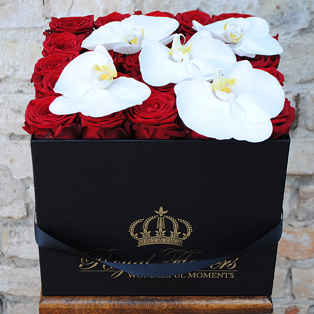 Raudonos rožės dėžutėje + O