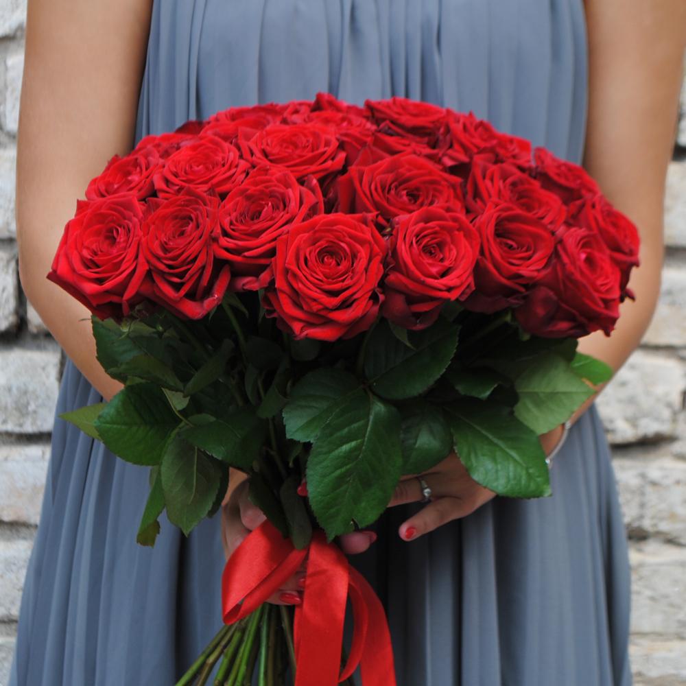 25 vnt. raudonų rožių