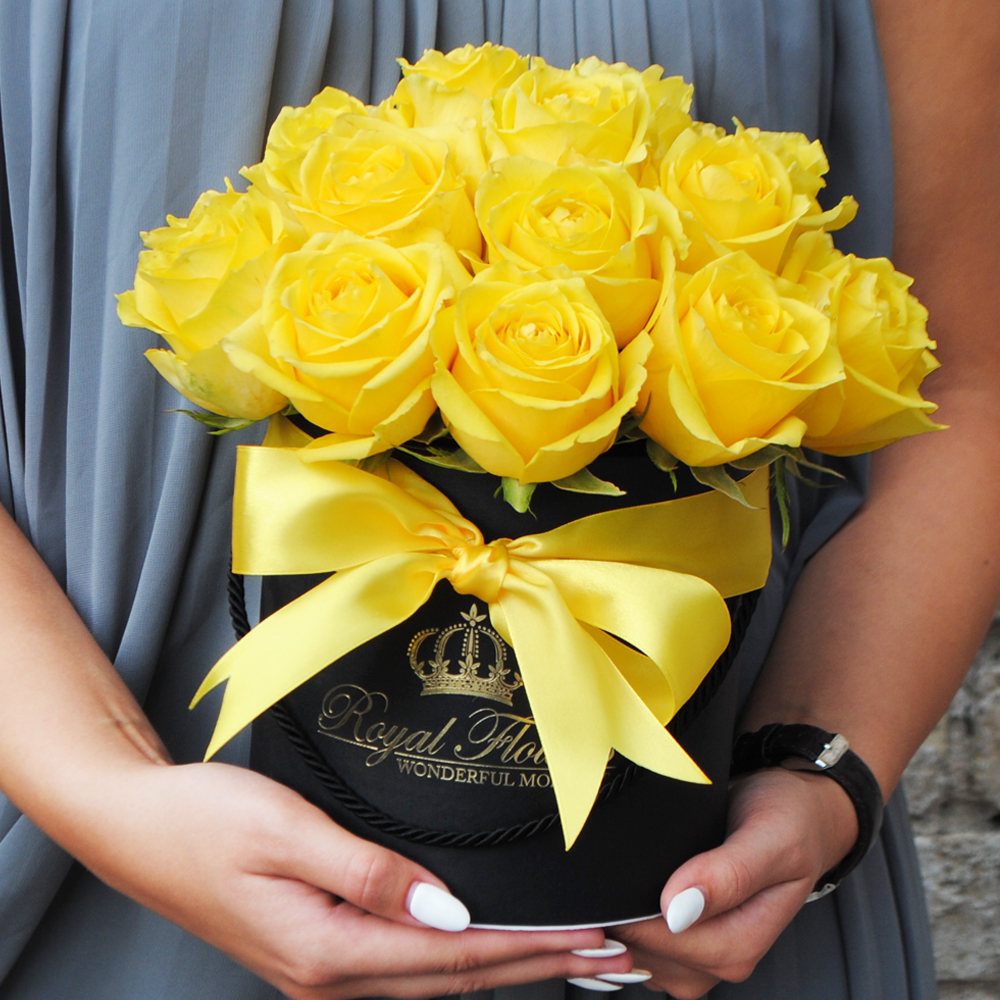 Geltonos rožės dėžutėje AJ/M