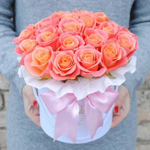 Persikinės rožės dėžutėje AB/M