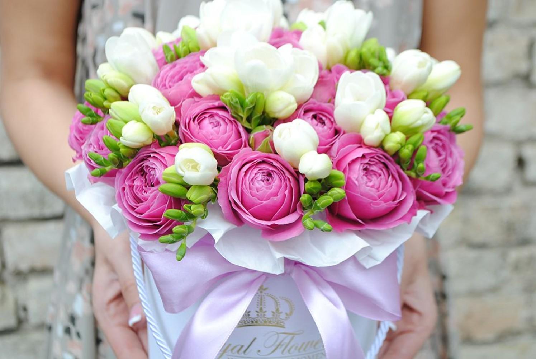 Bijūninės rožės + Frezijos