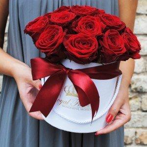 Raudonos rožės dėžutėje AB/M